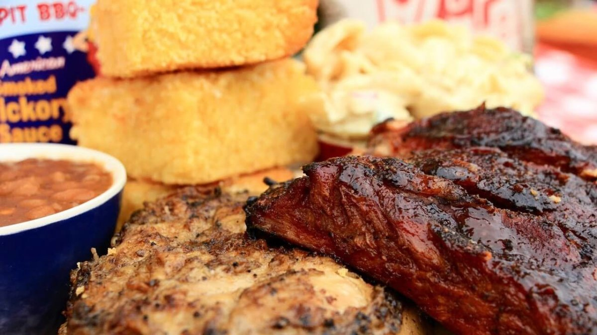 Sticky Lips food, including BBQ ribs, chicken and cornbread